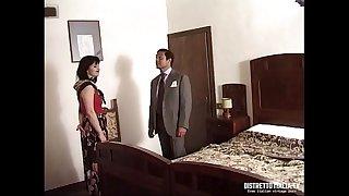 La signora si fa scopare dall'amico del marito nella nuova casa di campagna